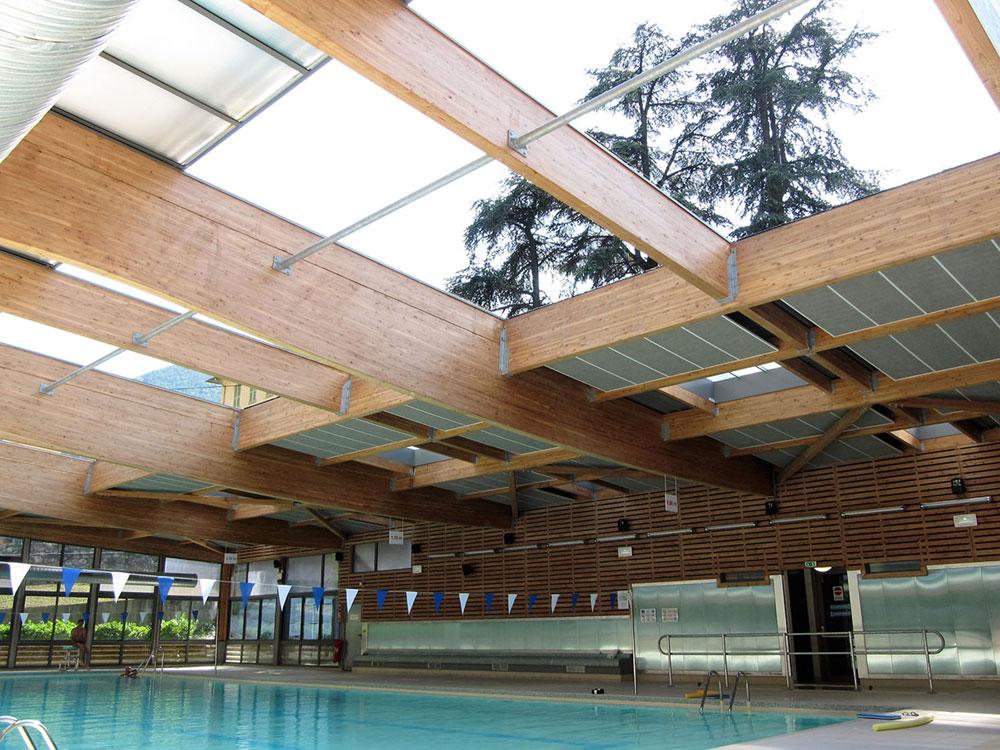 Grande surface couverte par une toiture ouvrante - TOITEL- piscine publique