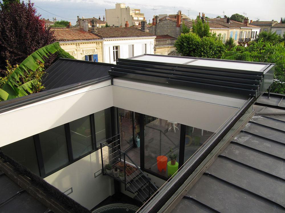 Maison avec un toit coulissant sur un patio - TOITEL