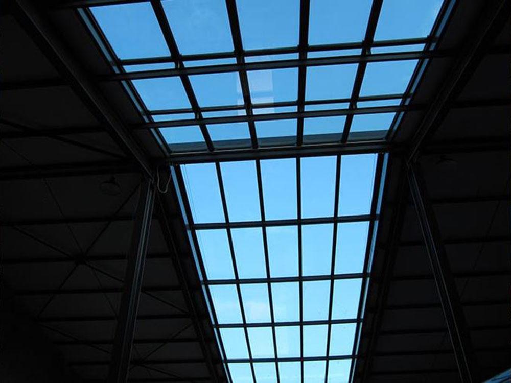 Puits de lumière dans un loft avec un toit coulissant - TOITEL