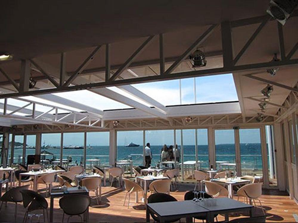 Terrasse du restaurant CASINO PARTOUCHE avec verrière ouvrante - TOITEL