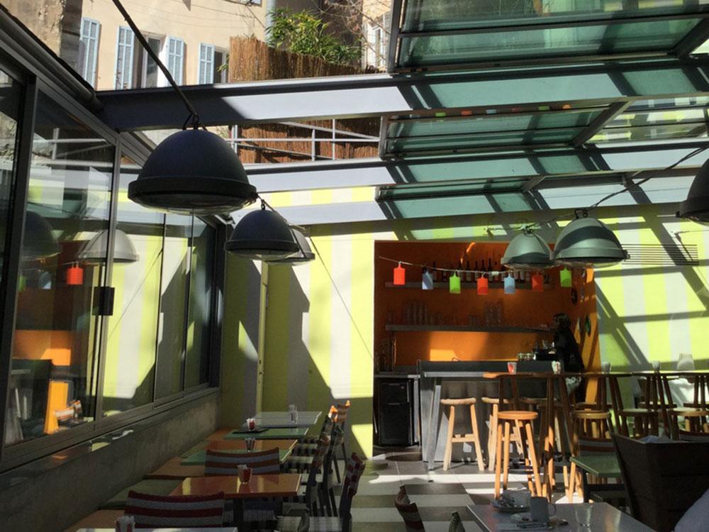 Toit à verriere ouvrante sur la terrasse du restaurant MAMA SHELTER - TOITEL