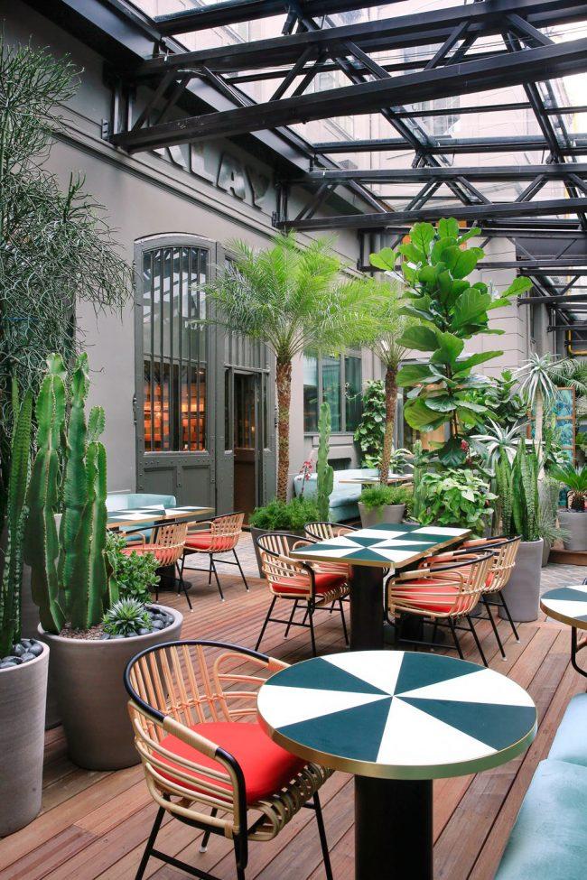 Toiture rétractable pour restaurant LE KLAY SAINT SAUVEUR avec une verrière coulissante - 2