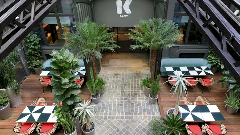 Toiture rétractable pour restaurant LE KLAY SAINT SAUVEUR avec une verrière coulissante - 6
